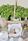 Ingredienti del pesto ligure genuino del basilico Fotografie Stock
