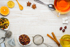 Ingredienti del tè e struttura dello spazio della copia dell'utensile Immagini Stock