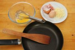 Ingredienti dell'omelette su un piano di lavoro Fotografia Stock Libera da Diritti