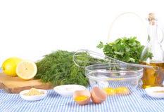 Ingredienti della maionese su priorità bassa bianca Immagine Stock Libera da Diritti