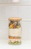 Ingredienti della minestra in barattolo Fotografia Stock
