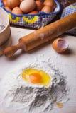 Ingredienti della pasta messi sulla tavola Fotografia Stock