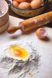 Ingredienti della pasta messi sulla tavola Fotografie Stock Libere da Diritti
