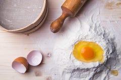 Ingredienti della pasta messi sulla tavola Immagine Stock Libera da Diritti