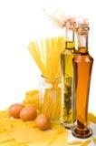 Ingredienti della pasta sul bianco Fotografia Stock