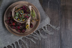 Ingredienti della tisana sulla tavola di legno Immagine Stock Libera da Diritti
