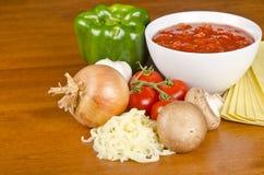 Ingredienti delle lasagne al forno Fotografia Stock