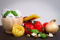 Ingredienti di alimento italiani per cucinare Fotografia Stock