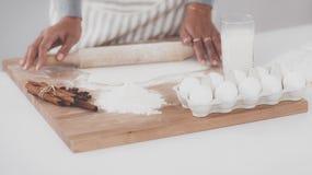 Ingredienti di cottura per la pasticceria dello shortcrust, tuffatore fotografie stock