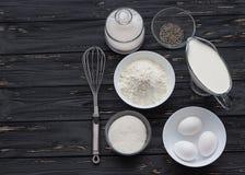 Ingredienti di cottura per un dolce Fotografia Stock