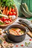 Ingredienti freschi per la minestra del pesce Immagine Stock