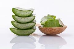 Ingredienti naturali delle stazioni termali della fetta di Vera dell'aloe per cura di pelle Fotografia Stock