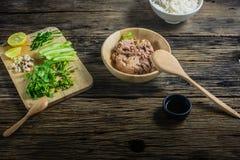 Ingredienti nell'insalata, tonno inscatolato Fotografia Stock Libera da Diritti