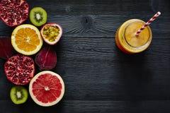 Ingredienti organici freschi e deliziosi del frullato variopinto Immagine Stock Libera da Diritti