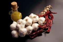 Ingredienti per gli spaghetti del `, aglio, ` di peperoncino dell'olio e immagini stock