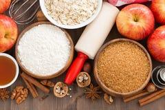 Ingredienti per il dolce bollente su un fondo di legno Fotografia Stock Libera da Diritti