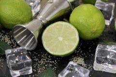 Ingredienti per la fabbricazione del cocktail di Mojito fotografia stock