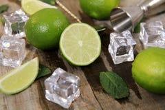 Ingredienti per la fabbricazione del cocktail di Mojito fotografia stock libera da diritti