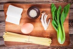 Ingredienti per la minestra di ramen immagini stock libere da diritti