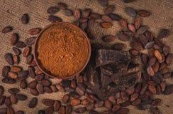 Ingredienti per la preparazione del cioccolato fotografia stock