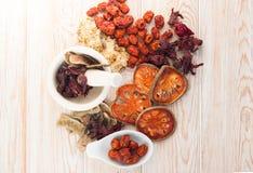 Ingredienti per minestra di erbe cinese, cima di vista Immagine Stock