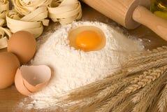 Ingredienti per pasta fresca Fotografie Stock