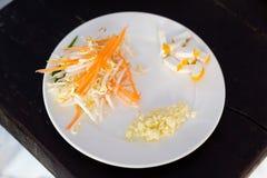 Ingredienti tailandesi del cuscinetto sul piatto Fotografie Stock Libere da Diritti