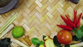 Ingredienti tailandesi popolari per alimento tailandese video d archivio