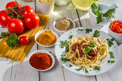 Ingredients and fresh vegetables to spaghetti Royalty Free Stock Photos