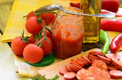 Ingredients for homemade pizza with fresh tomatoes, peppers, olives, mushroom and cheese Stock Photos