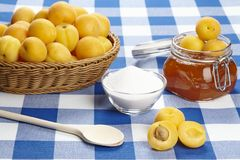 Ingredients to cook apricot jam Royalty Free Stock Photos