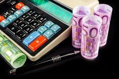 Ingresos calculadores del negocio en la calculadora retra del estilo Imagen de archivo libre de regalías