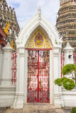 Ingresso del tempio nel arun del wat immagini stock libere da diritti