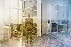 Ingresso grigio e di legno dell'ufficio dello spazio tonificato Fotografia Stock