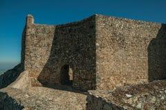 Ingresso incurvato nella parete interna di pietra al castello di Marvao fotografie stock libere da diritti