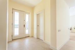 Ingresso luminoso in casa moderna Fotografia Stock Libera da Diritti