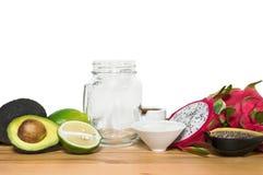 Ingridientes voor energie smoothies met een lege metselaarkruik op w royalty-vrije stock afbeelding