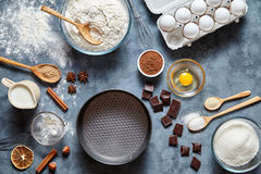 Ingridients хлеба, пиццы, макаронных изделий или пирога рецепта подготовки теста, положение еды плоское на предпосылке кухонного  Стоковая Фотография