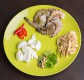 Ingridients tailandesi dei frutti di mare sul piatto Fotografie Stock
