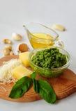 Ingrigients italiani della salsa di pesto Fotografia Stock Libera da Diritti