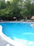 闪耀的大Inground游泳池 库存照片