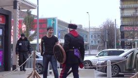 Ingush preparato sulle spade molli video d archivio