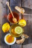 Ingwertee mit Honig und Zitrone Stockfotos