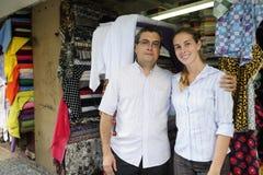 Inhaber eines Einzelhandels der kleinen Familie Stockfotografie