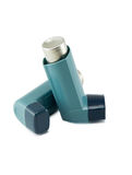 Inhalador del asma aislado en un fondo blanco Imagenes de archivo