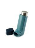 Inhalador del asma aislado en un fondo blanco imagen de archivo