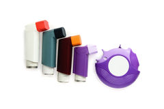 Inhalateur d'asthme sur le fond blanc Photographie stock libre de droits