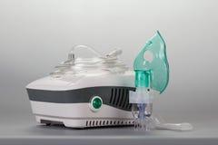 Inhaler συμπιεστών για τη φυσιοθεραπεία, σε γκρίζο Στοκ φωτογραφία με δικαίωμα ελεύθερης χρήσης