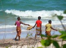 Inhassoro Mocambique - December 9, 2008: Indisk havkust. Th Arkivfoto