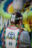 Inheemse Amerikaan in traditionele kledij Stock Foto